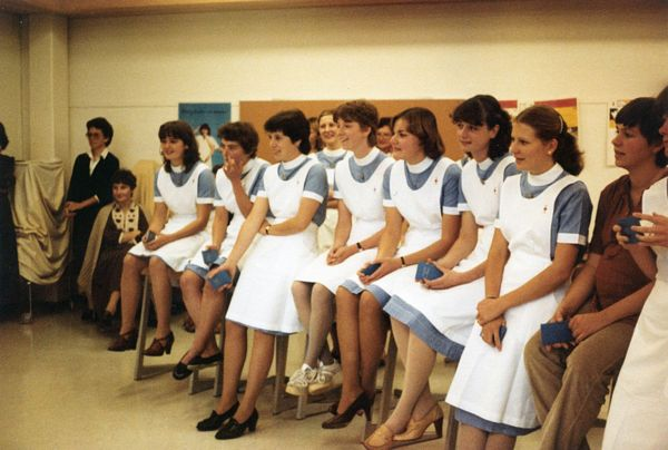 Groupe de jeunes diplômées en 1981.