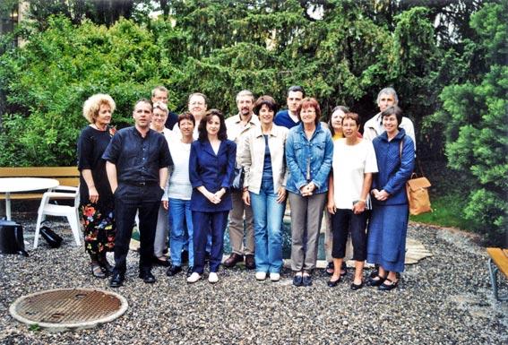 Les étudiant-e-s de première et deuxième année DHEPS, avec le responsable de la formation, Michel Fontaine, en 2003.